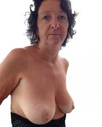 vieille chose avec de beau seins