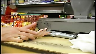 Store clerks get nailed by robbers