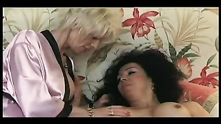 FRENCH TRANS 5 ass fucking transexual and a faded mom mummy