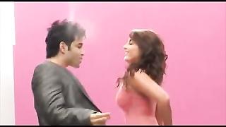 Minisha Lamba wiggling  arse khanki