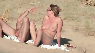 French lovers on the beach, chubby version
