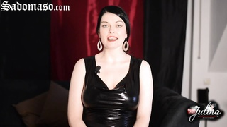 Domina Lady Julina im BDSM-Chat - German Femdom