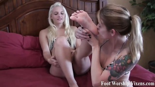 Bella prays Macy to let her admire her feet