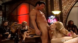 Blond group hook-up  drilling in butt and honeypot