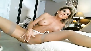 best mummy  Ever fucktoys  & finishes off On Cam