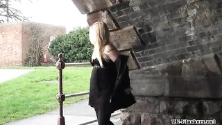 42561blonde stunners public getting off and outdoor snatch flashing of luxurious amateur chic