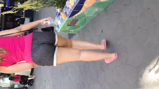 nice donk jiggle in cut-offs
