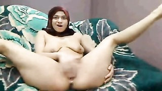 Hijab Arab female plays jizzes lactate on cam