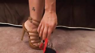 Zoey Holloway masturbation on Heels