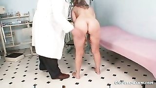 mature Alena snatch speculum gyno exam at gyno clinic