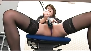 During an office cease Maki Hojo toys her honeypot  with office