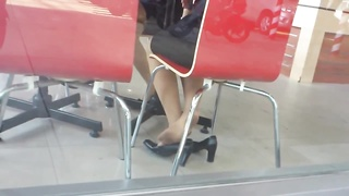 85258candid chinese Nylon Shoeplay Feet legs in Cafe