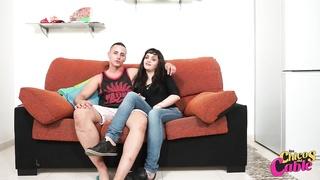 Jadhai folla a su novia Lucia para los Chicos del string