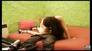 Nina se fait baiser devant sa cam