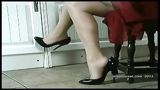 hot housewife dangles her stilettos and taunts  her sheer nyl