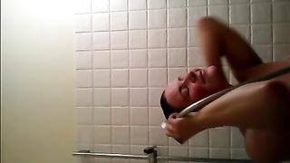 Vid-selfie in the shower