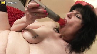 British housewife likes  to play with her fucktoy