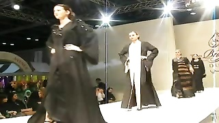 steaming MODELS IN ABAYA FASHION
