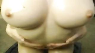 Kiwi lubes her perfection body