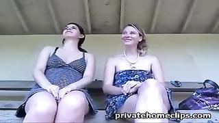girlfriends public hookup
