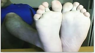 Chatroulette straight male feet - spanish soccer fan again!