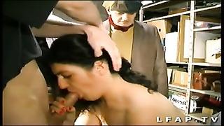 Libertine francaise prise dans un gang-bang  avec Papy