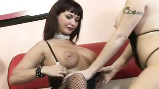 Brunette mummy  having lezzie hook-up  with blondy mummy