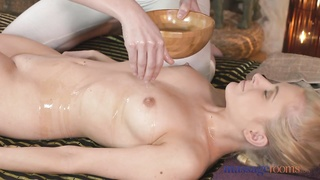 massage Rooms young blondie sapphic  finishes off tough