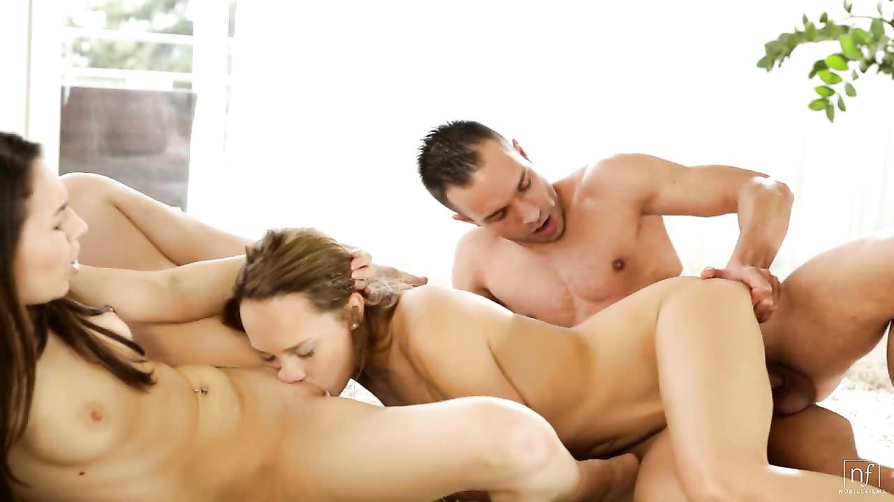 russkiy-seks-vtroem-zhmzh
