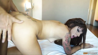 Tattooed dame with perfect caboose
