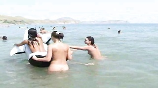 approach to the nude beach and discover honeys