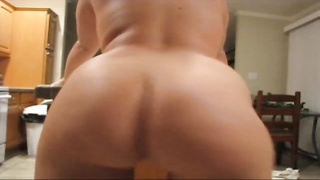 Bubble butt babe with perfect shaved pussy dances