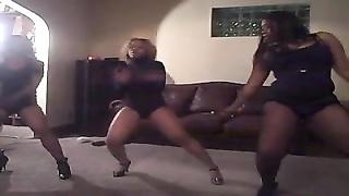 3 torrid  ebony chicks dance very cool