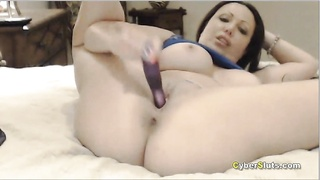 Busty Milf in a hot webcam pussy toying show