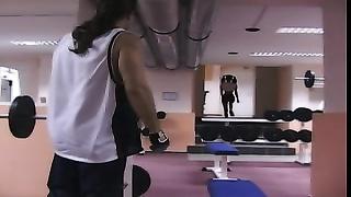 judith ardenbarth et eva roberts  dans une salle de sport
