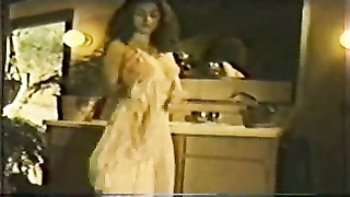 SE217 Love In A Hot Tub - Annette Haven