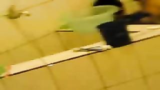 indonesia- ngentot di kamar mandi sambil direkam teman