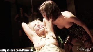 Hardcore lesbians! Big squirting and fisting session!