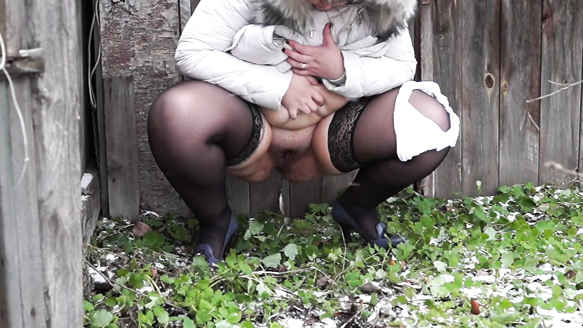 Russian Mature Slut Piss In Bath