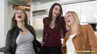 Lesbians, lesbians...