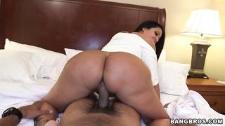 Big ass Latina Kiara Mia gets fucked