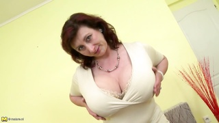 265209Engaging mature mother with large tits and perfect mature