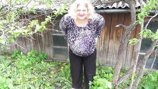 fat mother pissing standing