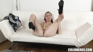 Kattie Gold penetrates her pussy and gets a dick in the mouth
