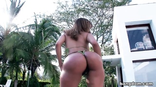 Huge Colombian ass on this amateur MILF