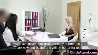 Euro novices pussylicking in office threeway