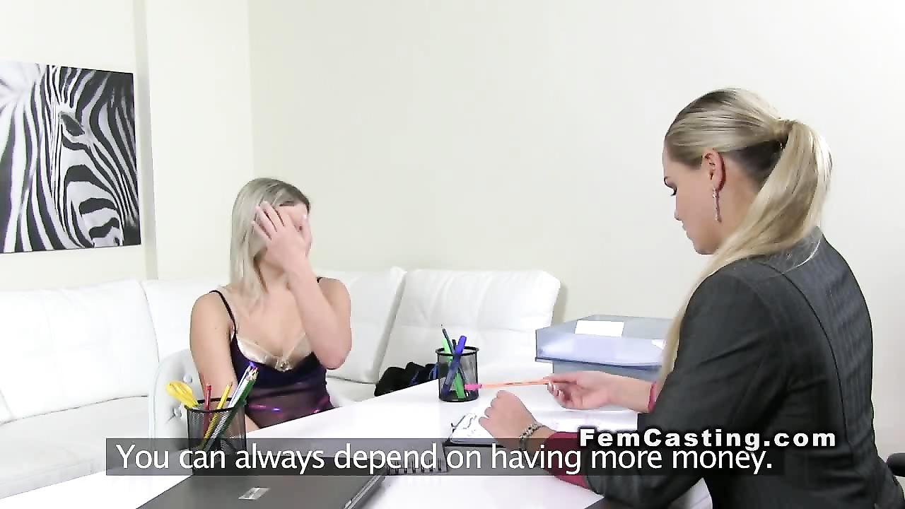 Заставила слизать чужую сперму порно123