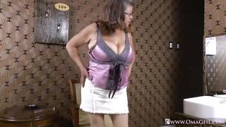 Omageil chubby granny masturbation
