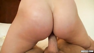 This crazy cock-riding gal is driving me crazy and swallowing jizz