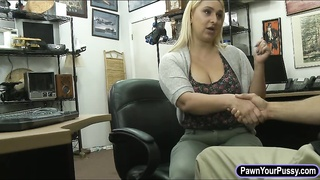 Bubble butt blondie nailed by pawn dude